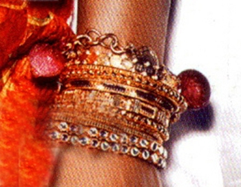 Kelly Rowland Indian inspired stacked bracelets celebrity style