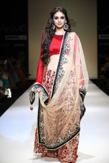 Bollywood star Aditi Rao Hydari walks the ramp for Payal Singhal's Taj collection.