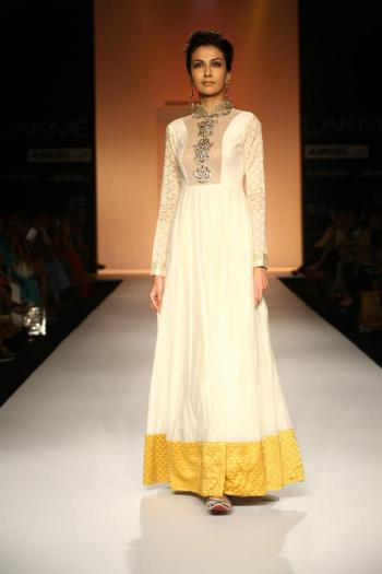 More jaali featured in Payal Singhal's collection.