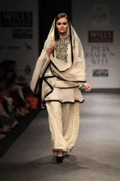 Vineet Bahl FW 2013 Collection- Wills Lifestyle India Fashion Week