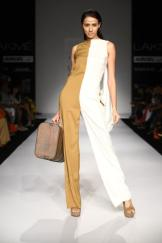 Pantsuit, meet jumpsuit. Prevent this from looking like a onesie with minimalistic, strong colors and a statement bag.