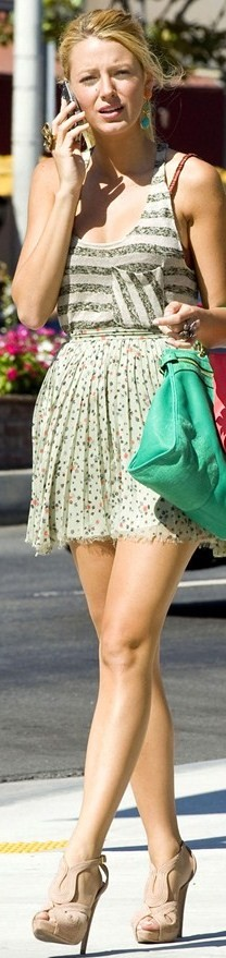 Blake Lively wearing stripes and florals together in an episode for Gossip Girl