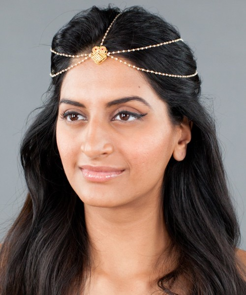 Gold headpiece with a touch of pearl