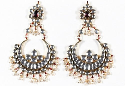 Kundan earrings with pearl accents