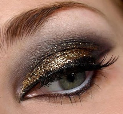 Smokey-Gold-Glitter-Eye-Make-Up